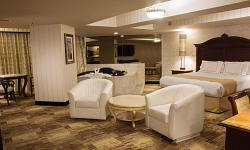 Grand Single King Suite